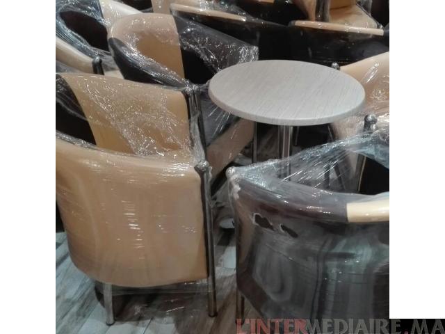 Chaises et terrases pour cafes