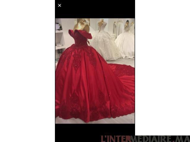 Robe rouge bordeau