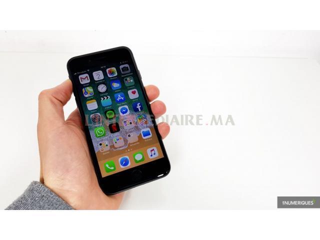iphone 8 64g très bon état