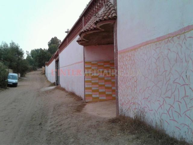 terre 2000m avec maison/ village arbaoua