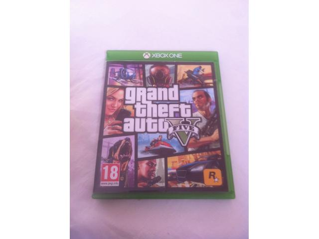 Xbox One avec Gta 5 Fifa 20 et autres
